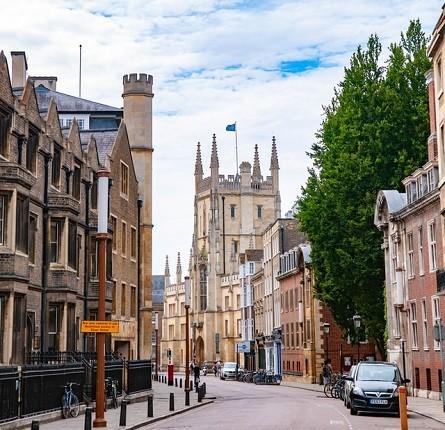 Luxury Chauffeurs Cambridge Van Marle